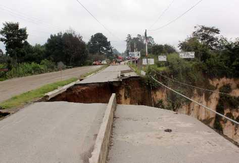hundimiento-carretera-asfaltada-OSCAR-FIGUEROA_PREIMA20130912_0049_32